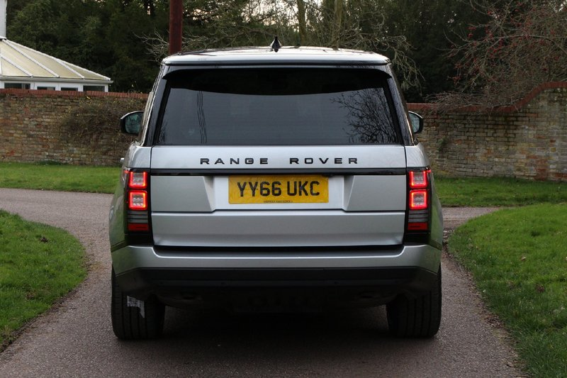 LAND ROVER RANGE ROVER 2017MY VOGUE 3.0 TDV6 - 22 INCH WHEELS - PANORAMIC ROOF - BLACK PACK - EURO 6 ULEZ - VAT Q 2016